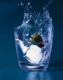 Vidrio con agua y el hielo Fotografía de archivo libre de regalías