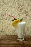 Vidrio con batido de leche imágenes de archivo libres de regalías