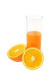 Vidrio con el jugo y la naranja fotografía de archivo libre de regalías