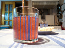 Vidrio con el vino Foto de archivo libre de regalías