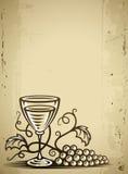 Vidrio con el vino y la vid de uvas Imagen de archivo libre de regalías