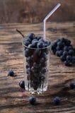 Vidrio con las uvas Imagen de archivo libre de regalías