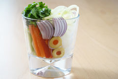 Vidrio con las verduras imagenes de archivo