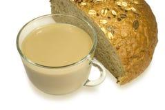 Vidrio con leche y pan Fotos de archivo libres de regalías