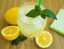 Vidrio con limonada Imagen de archivo libre de regalías