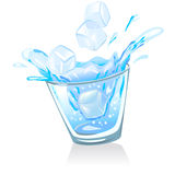 Vidrio con los cubos del agua y de hielo Imágenes de archivo libres de regalías