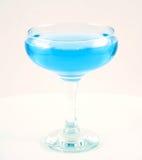 Vidrio con una bebida azul Imágenes de archivo libres de regalías