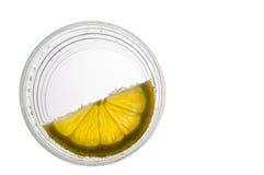 Vidrio de agua con el limón Imagen de archivo