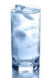 Vidrio de agua con hielo Fotografía de archivo libre de regalías