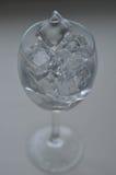 Vidrio de agua con hielo imágenes de archivo libres de regalías