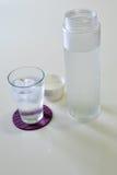 Vidrio de agua con la parte inferior Foto de archivo libre de regalías