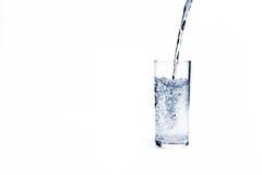 Vidrio de agua mineral Fotos de archivo libres de regalías
