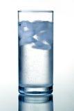 Vidrio de agua mineral clara Imágenes de archivo libres de regalías