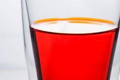 Vidrio de agua roja fotografía de archivo