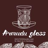 Vidrio de Armudu usado para el té negro en Azerbaijan con el postre del baklava Foto de archivo