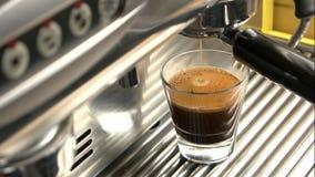Vidrio de café express con espuma metrajes