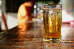 Vidrio de cerveza. Fotos de archivo