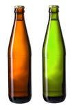 Brown y botellas verdes de cerveza aislados con la trayectoria de recortes Fotografía de archivo libre de regalías