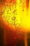 Vidrio de cerveza con las burbujas Fotografía de archivo