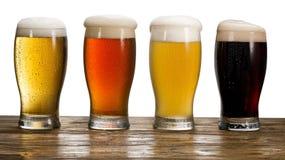 Vidrio de cerveza en el fondo blanco Imagenes de archivo