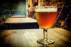 Vidrio de cerveza fresca Fotografía de archivo