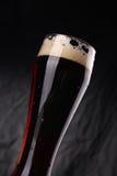 Vidrio de cerveza oscura Fotografía de archivo libre de regalías