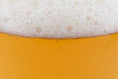 Vidrio de cerveza, un fondo Imágenes de archivo libres de regalías