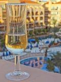 Vidrio de Champán en balcón del hotel Imágenes de archivo libres de regalías
