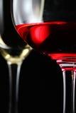 Vidrio de cierre del aislante del negro del vino rojo para arriba Imagen de archivo libre de regalías