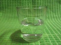 Vidrio de consumición claro semilleno por Kambas Fotografía de archivo libre de regalías