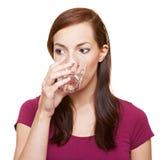 Vidrio de consumición de la mujer de agua Imagen de archivo libre de regalías