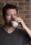 Vidrio de consumición masculino blanco de leche Fotografía de archivo