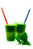 Vidrio de jugo de la espinaca aislado en el fondo blanco, smoothie de la espinaca, bebida sana para la energía Imágenes de archivo libres de regalías