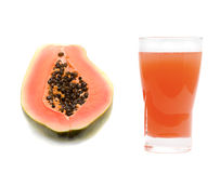 Vidrio de jugo de papaya imagenes de archivo