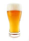 Vidrio de la bebida de la cerveza con las burbujas aisladas Imagen de archivo libre de regalías