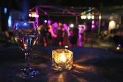 Vidrio de la bebida en partido Foto de archivo libre de regalías