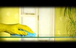 Vidrio de la limpieza Foto de archivo libre de regalías