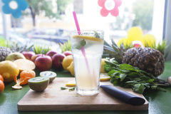 Vidrio de limonada fresca con la menta Imagen de archivo libre de regalías
