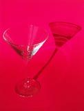 Vidrio de Martini en fondo rojo Fotografía de archivo
