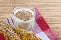 Vidrio de oídos de la leche y del trigo Imagen de archivo