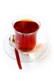 Vidrio de té con los azúcares de cubo Fotografía de archivo