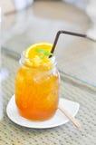 Vidrio de té helado del limón Fotos de archivo libres de regalías