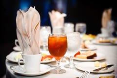 Vidrio de té y de agua de hielo Imagen de archivo