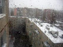 Vidrio de ventanas lluvioso Fotos de archivo
