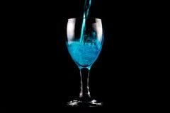 Vidrio de vino azul Imagen de archivo libre de regalías