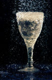 Vidrio de vino bajo la lluvia Fotografía de archivo