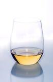Vidrio de vino blanco imágenes de archivo libres de regalías