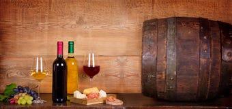 Vidrio de vino blanco en bodega Fotos de archivo libres de regalías
