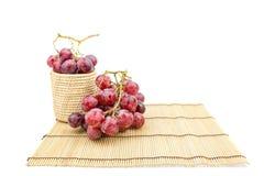 Vidrio de vino con la uva Foto de archivo