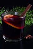 Vidrio de vino reflexionado sobre imagen de archivo